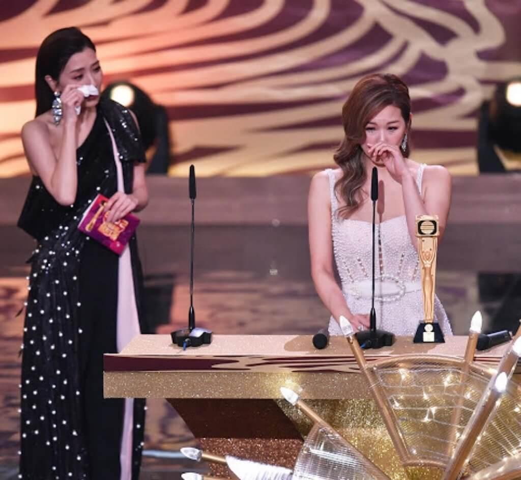 前年趙希洛獲頒最佳女配角,多年好友黃智雯兩人都感動得哭起來。