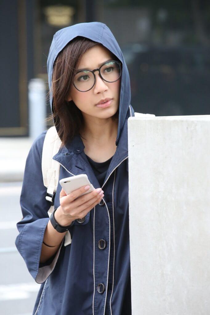 黃智雯在《三個女人一個「因」》演有三重人格的律師,其中一面是悲觀的「愁擘擘」。