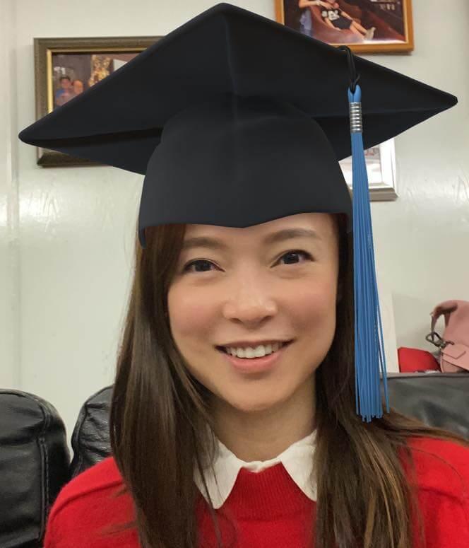 最近歐倩怡取得營養學學士學位,貼出戴四方帽的照片。