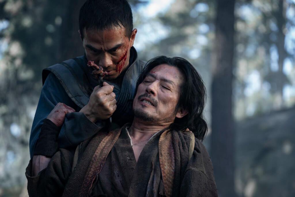 影片開場,真田廣之全家遇上慘劇,埋下故事伏線。