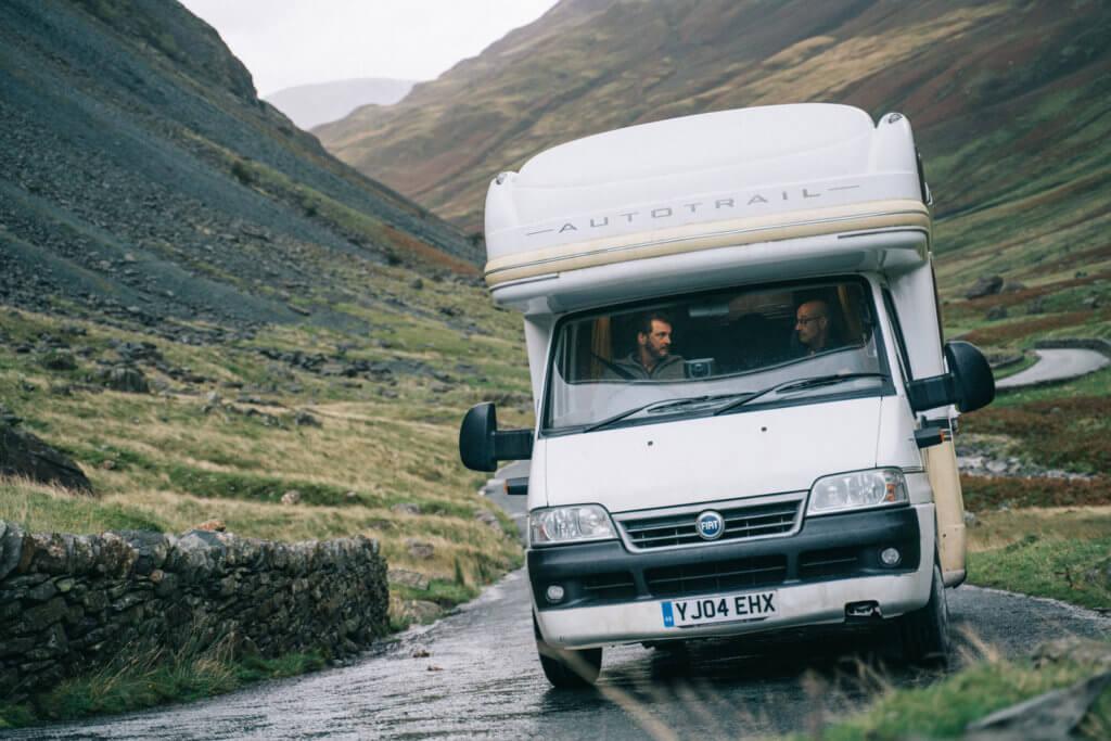 片中兩位主角深入英國湖區,打算來一趟放鬆心靈的回憶旅行。