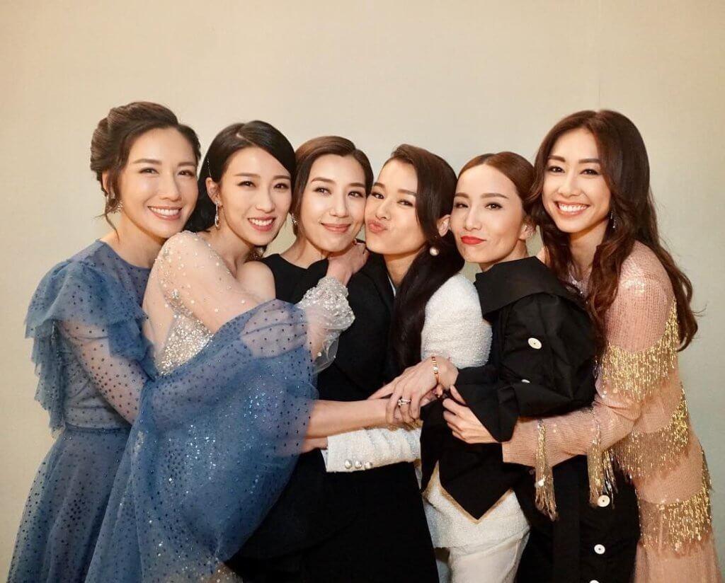 黃智雯(左三)有胡說八道會一班好姊妹,包括(左起)李施嬅、姚子羚、胡杏兒、胡蓓蔚、胡定欣。