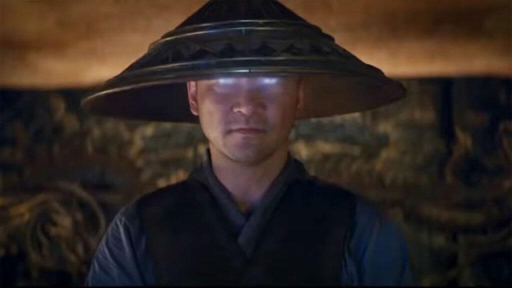 淺野忠信飾演的地球守護者雷電,負責集結和訓練地域最強戰士。