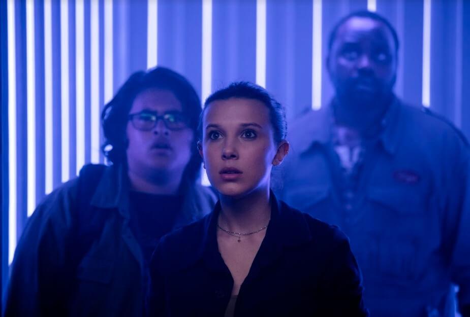 米莉(中)與兩位男拍檔誤打誤撞,來到邪惡大財團的香港總基地。