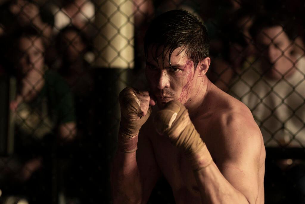 男主角劉易斯活用多年所學的踢拳和泰拳知識於角色身上