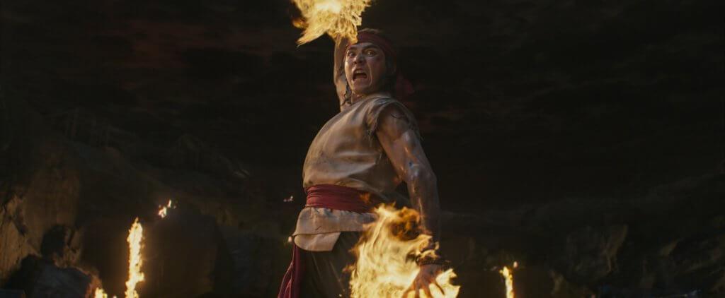 華裔加拿大男星林路迪飾演能夠操控火的力量的少林武僧劉康,動作場面奪目。