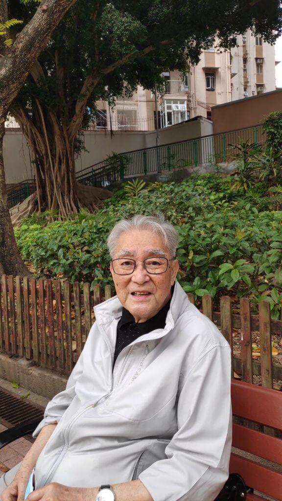 周驄叔樓下有個小公園,他說孩子小時候經常帶他們到公園玩。