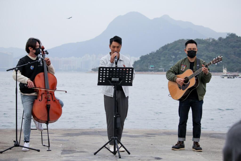 Jason與樂手為環保活動表演,揭開序幕。