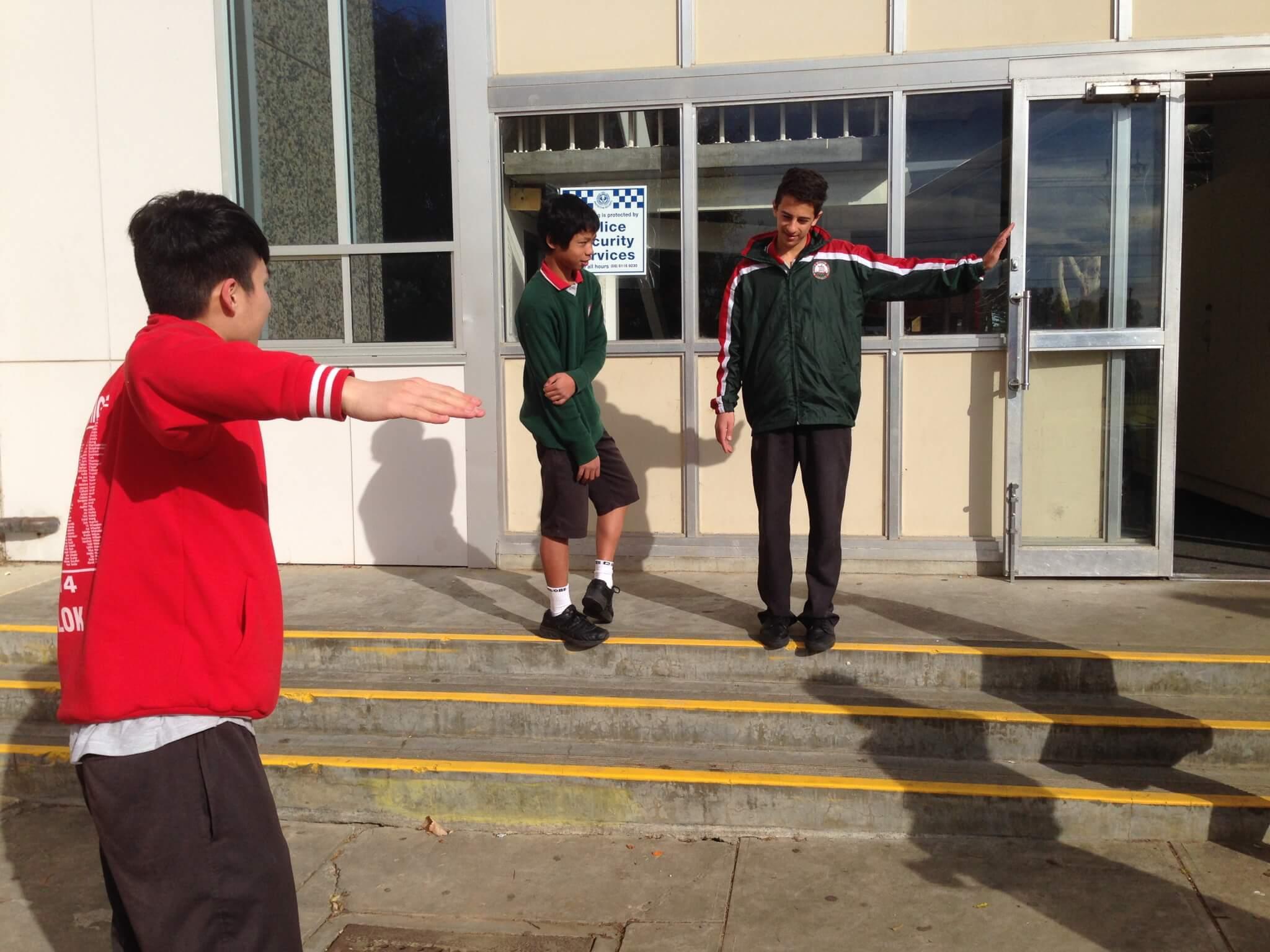 在澳洲讀書時,每逢小休都會跟同學練習電流舞。