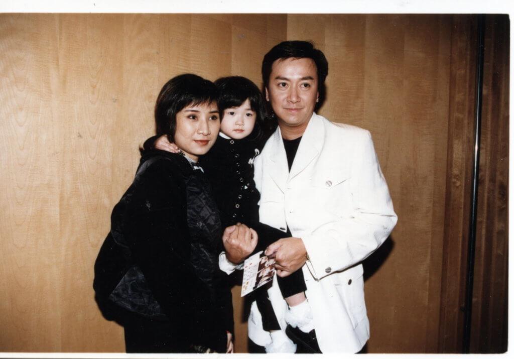 劉少君與周秀蘭是同期訓練班同學,二人拍拖十五年才結婚,婚後育有一女,可惜最終離婚收場。