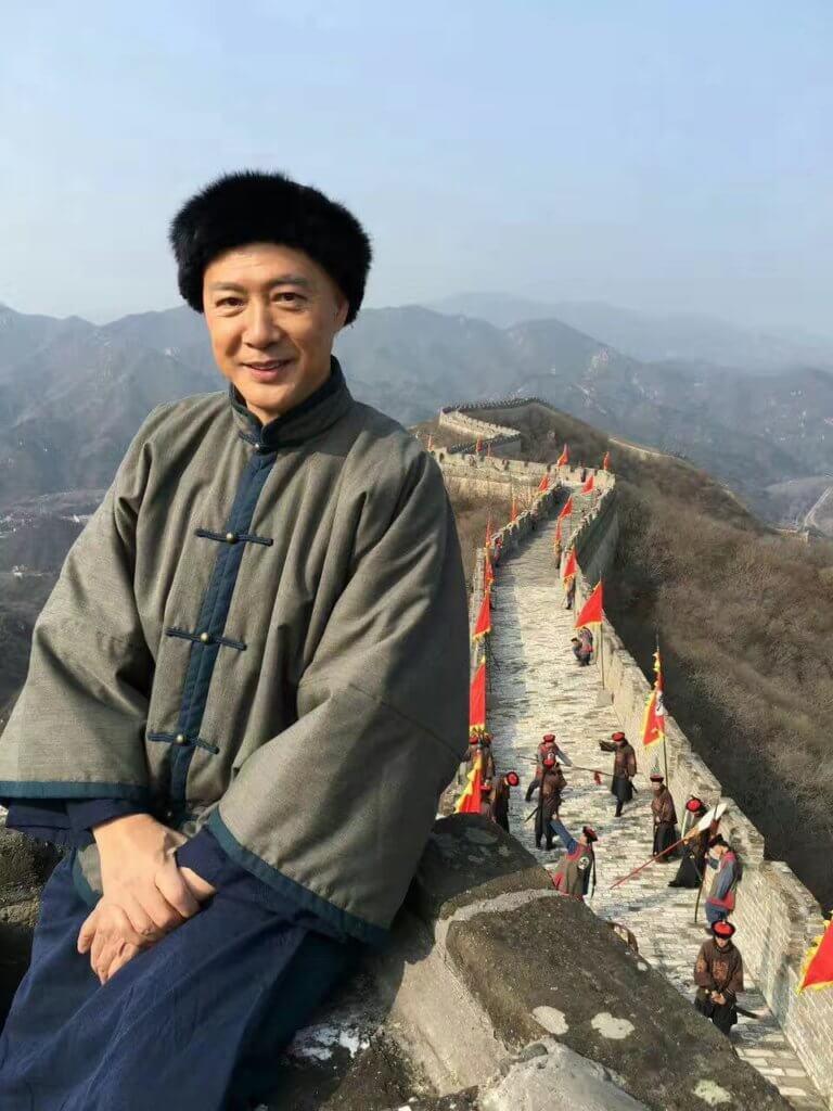 陳榮峻這個藝名當初改了為避受傷,後來又被監製簫笙,將「竣」改為「峻」。