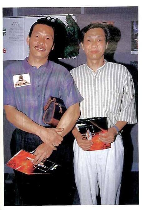 王青因樣子老成,經常被誤會為王鍾的哥哥,其實王鍾是家中長子,上有一個姊姊,下有兩個弟妹。