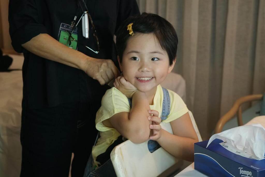 短髮的劉悅,並非模仿媽媽造型,是因頭髮太長很難吹乾。
