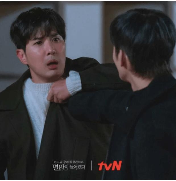 金知碩客串做渣男,徐仁國為了幫朴寶英爭回面子,冒充是她的男朋友。