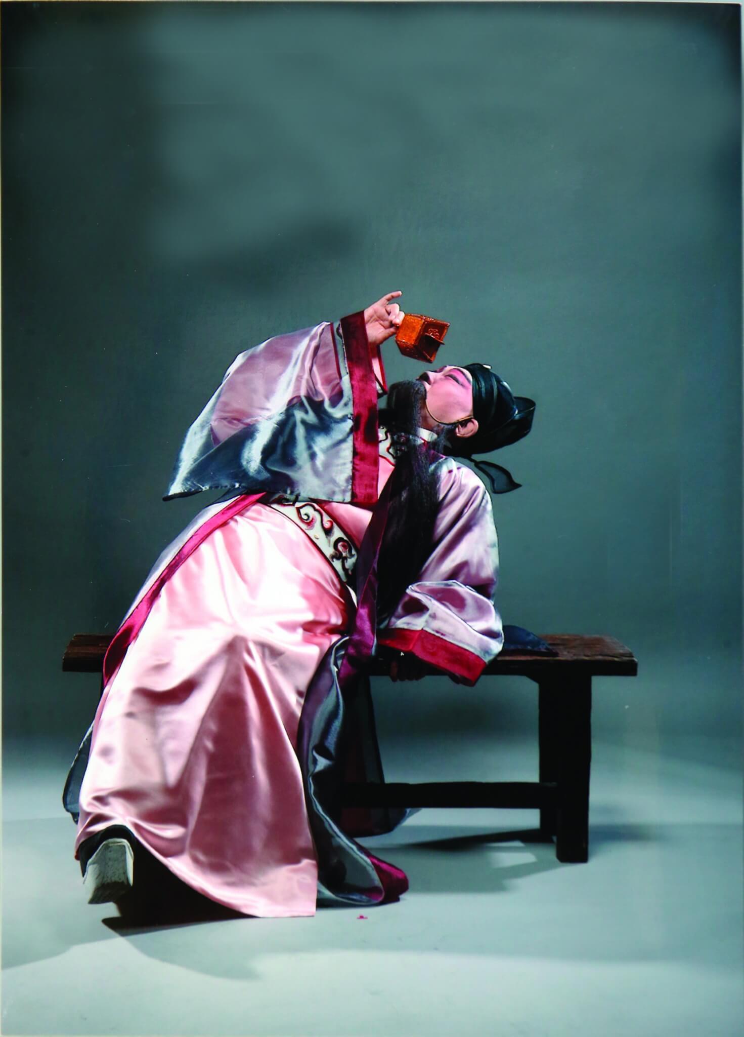 在《李太白》的演出,由頭醉到尾,沒有腰腿力辦不到。