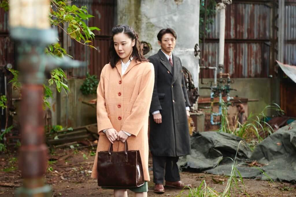 蒼井優與高橋一生主演的《間諜之妻》,是關於在腥風血雨中依然保持理智的人的故事。