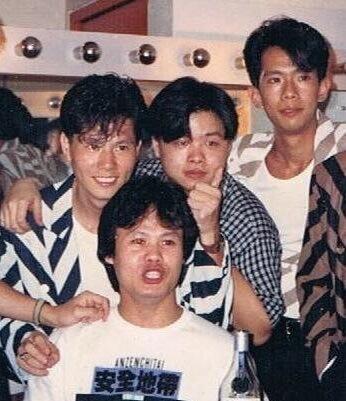後排左起:雷有輝、唐奕聰、鄧建明,早期經理人鄧祖德(前)讓出結他手位置,鄧建明才有機會成為太極成員。