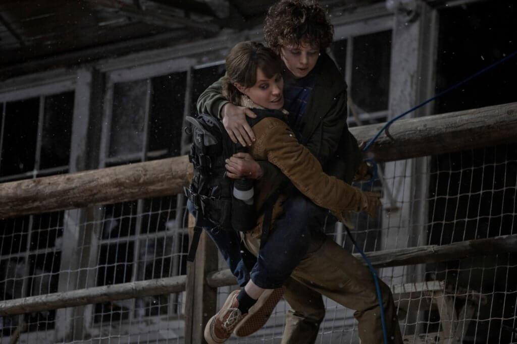 安祖蓮娜在《滅我者》中拯救小孩逃出險境,角色有血有肉。
