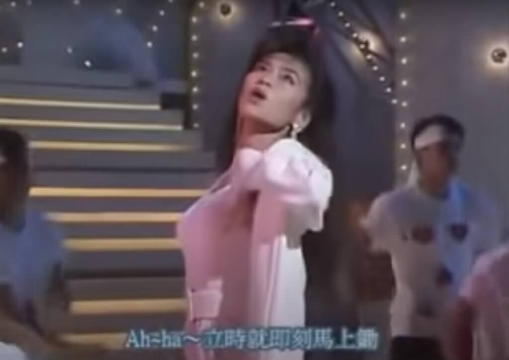 吳麗珠在《歡樂今宵》的《金像獎歌曲頒獎典禮》扮鄺美人(雲),維肖維妙。