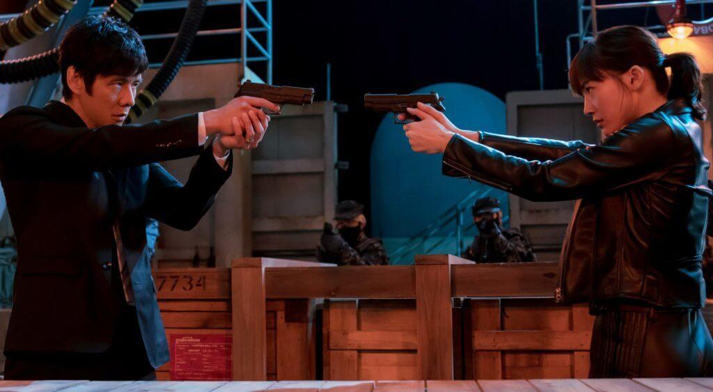綾瀨遙與西島秀俊在《太太,請小心輕放劇場版》再擦火花,片中要抉擇人生,進退兩難。