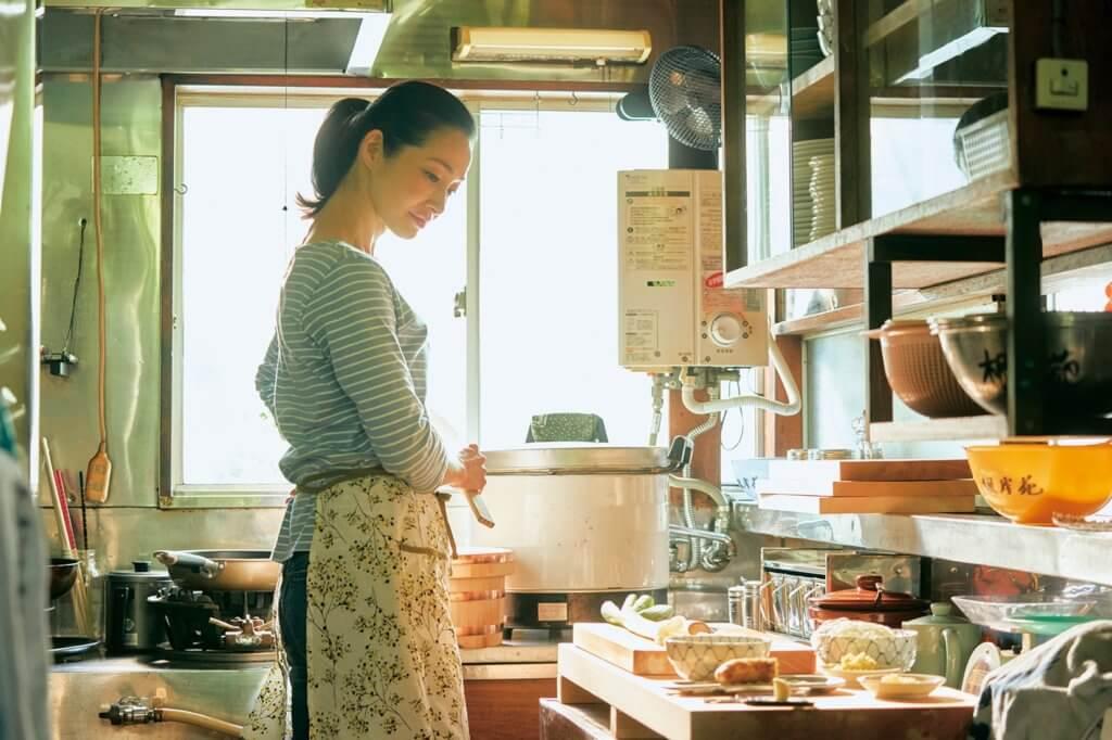Ryo飾演的單親媽咪主理燒肉店,十分厲害。