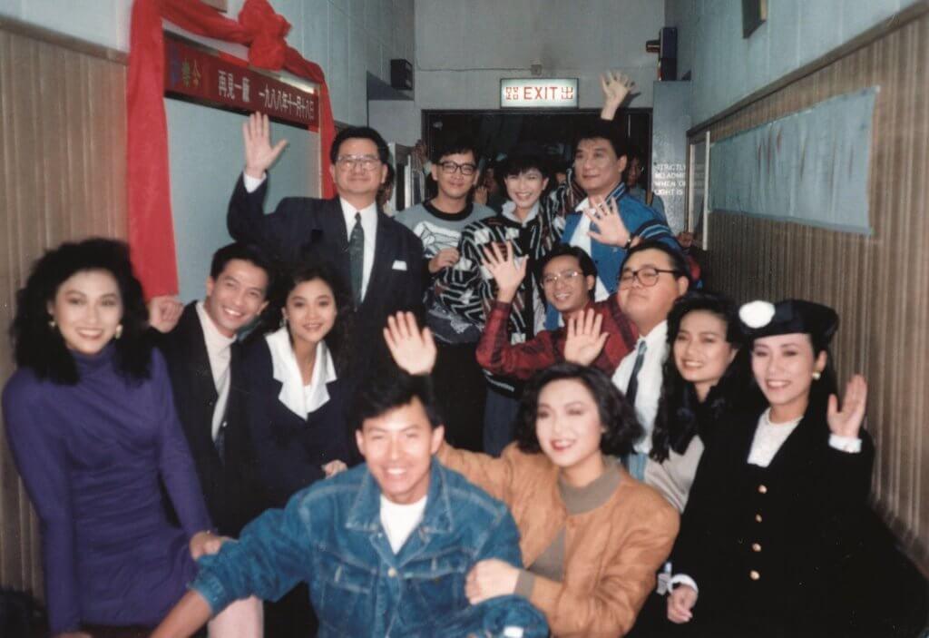 吳麗珠與一班《歡樂今宵》藝員由「木人巷」打出來
