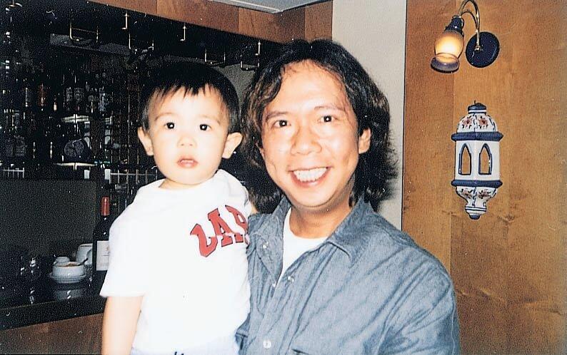 鄧建明的音樂細胞傳了給兒子Justin,他喜歡打鼓和夾band。