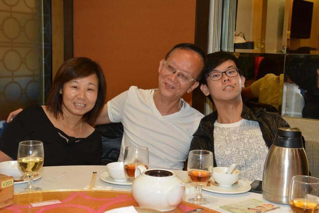 龍天生和太太結婚廿九年,兒子今年廿四歲。