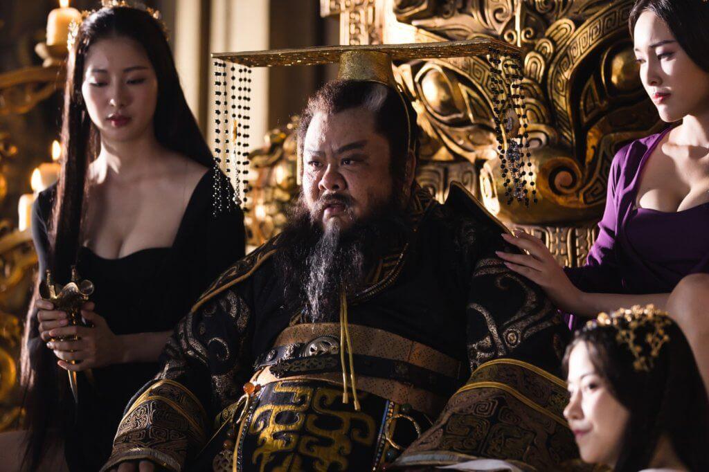 林雪笑指妃子將好的提子自己吃,爛的就鍡給他吃,真可惡﹗