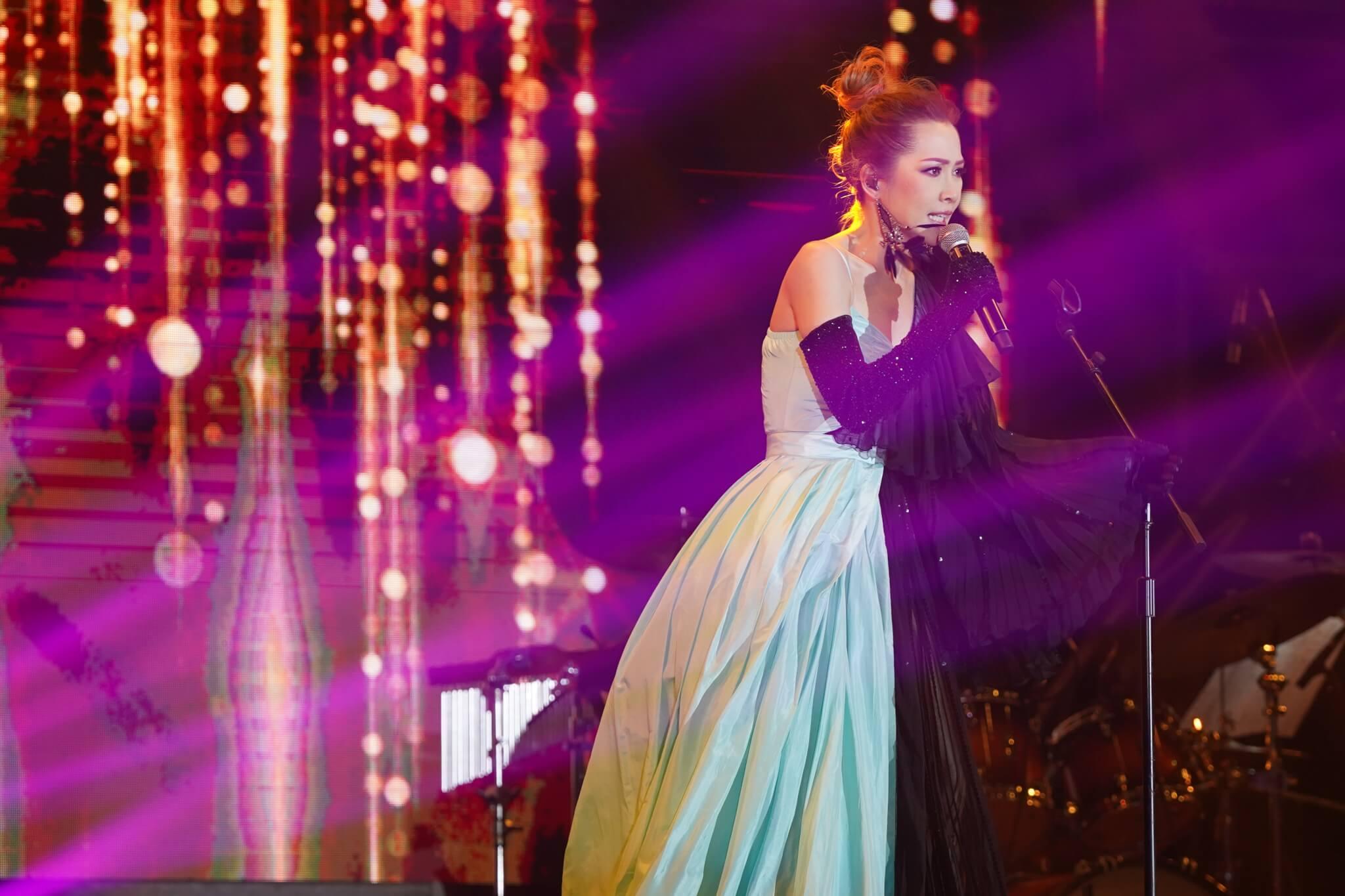 明年是Jade入行二十周年,最近重遇一位昔日戰友,希望為她舉行周年演唱會。