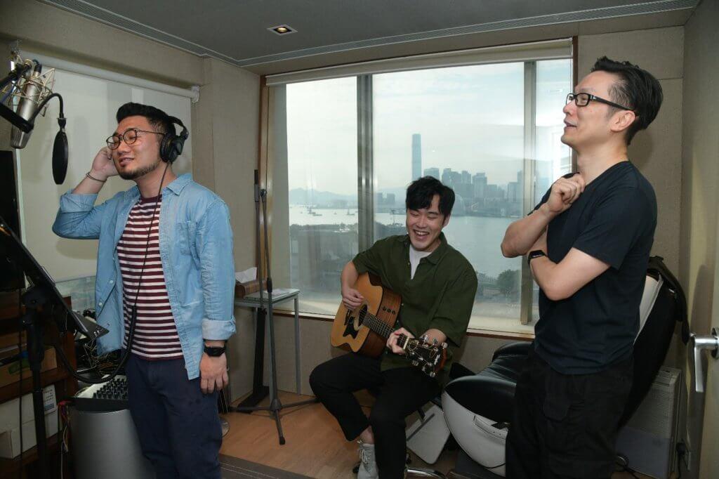 趙增熹發掘年輕音樂人,一起研究製作歌曲,其中有唱歌有感情的Monkey(左)和搞笑rap的Mark(中)。