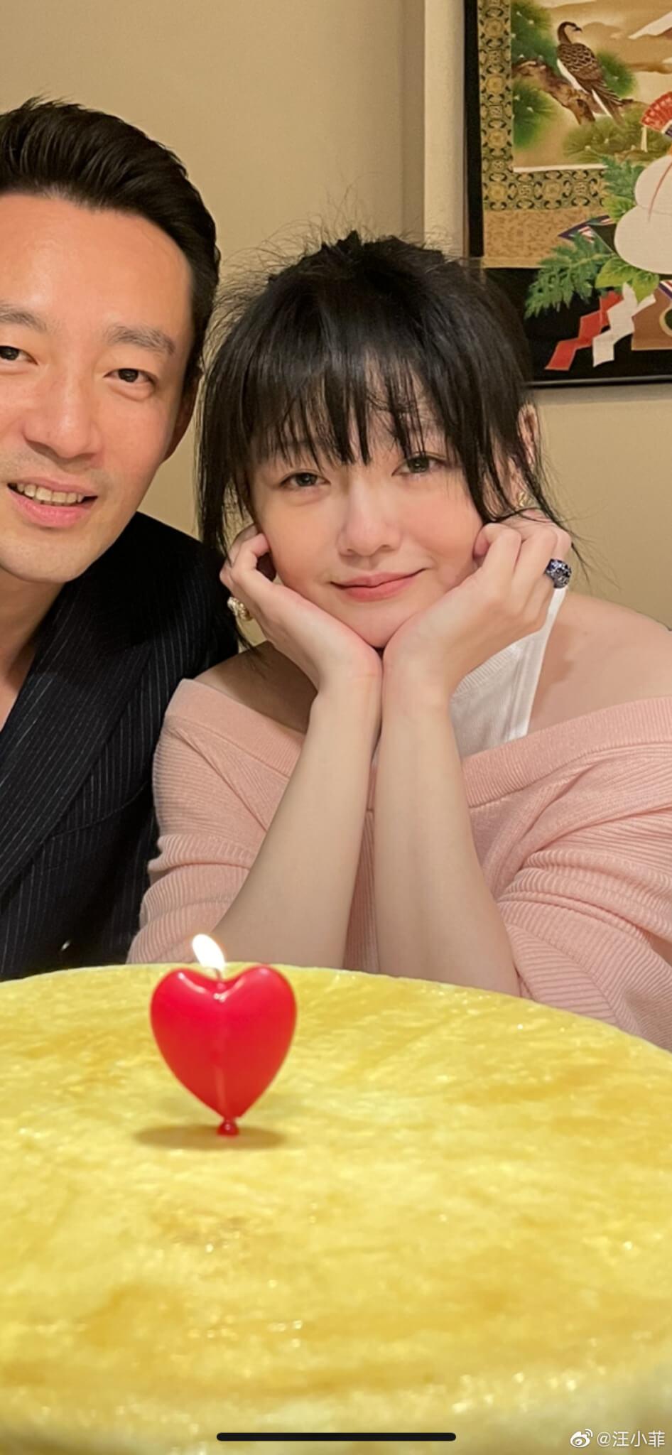 今年3月,汪小菲於微博曬出與大S合照,慶祝結婚十周年。
