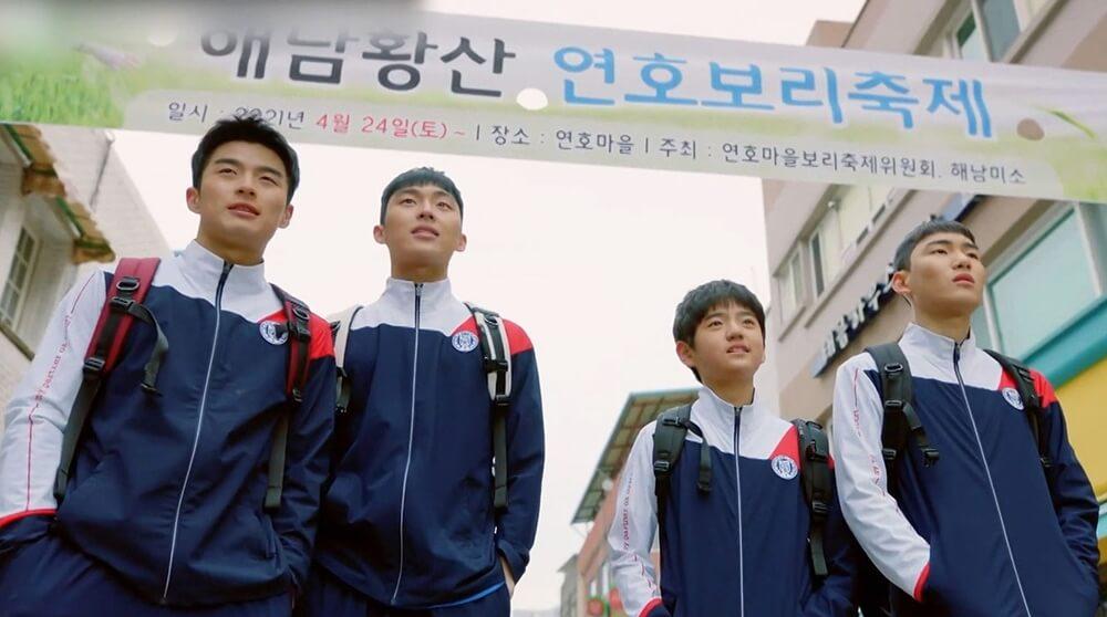 四位羽毛球隊友孫相淵、崔顯旭、金康勳及陳俊翔,每人在家庭上都遇上問題。