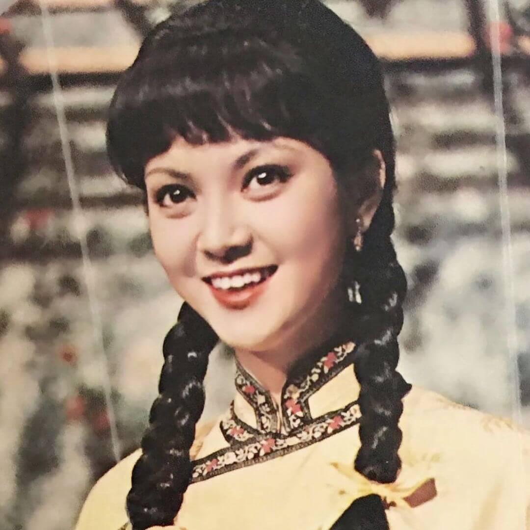 年輕的謝玲玲