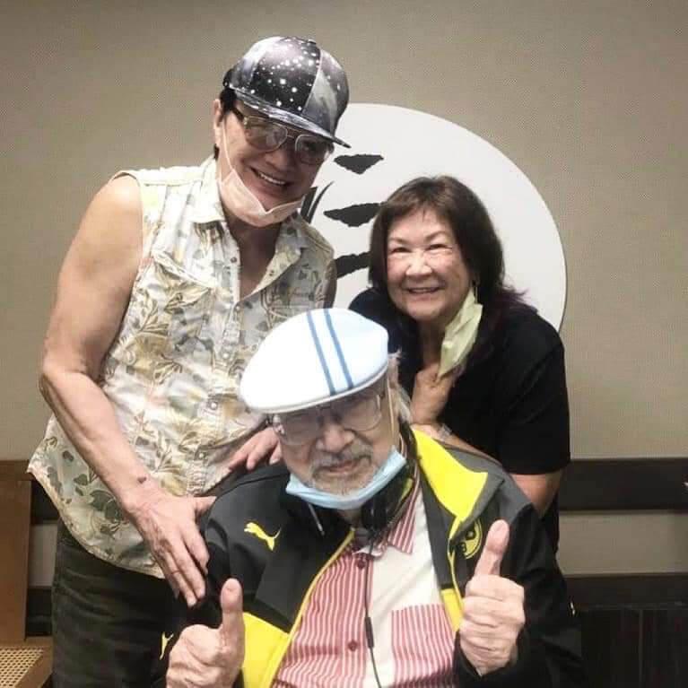 許冠傑知道他將會退休,特別跟太太到港台探望,賀他榮休。