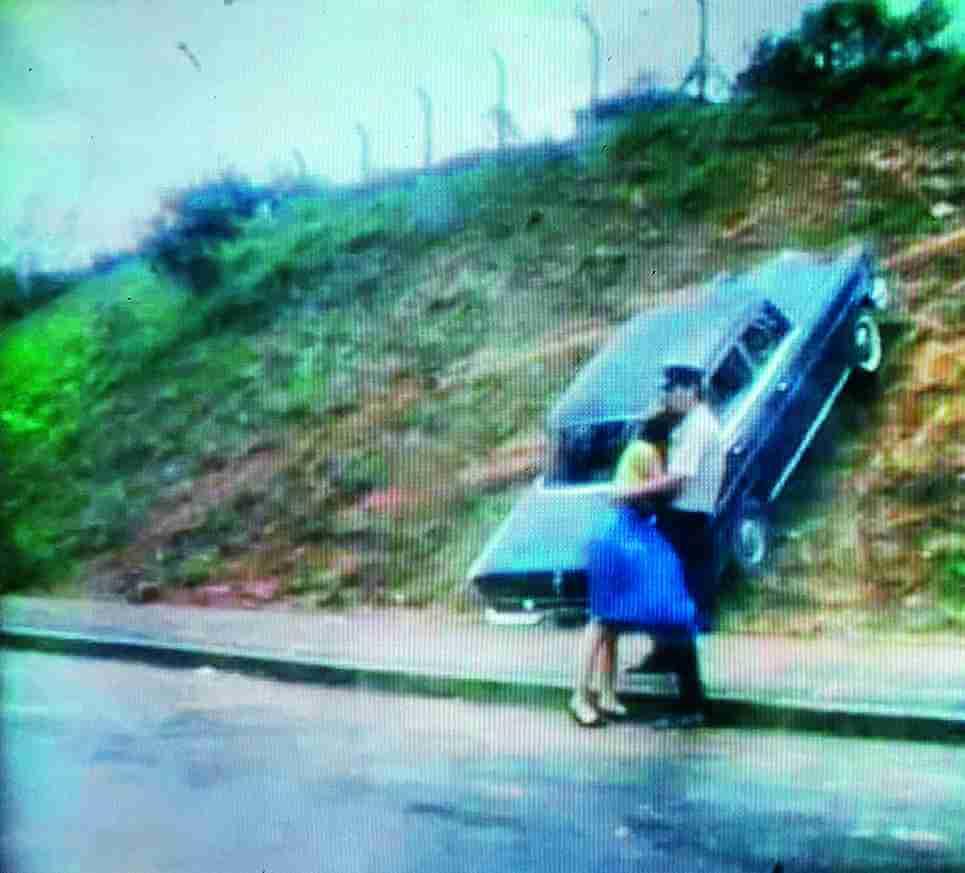 未成年千金小姐與年輕司機的「雲雨情」與「暴風雨」如何扯上關係?文學意象便要被轉化成具感染力的影象,編導杜琪峯把汽車轟立在路中心,乃一舉兩得,是交通意外,也是情慾意外。