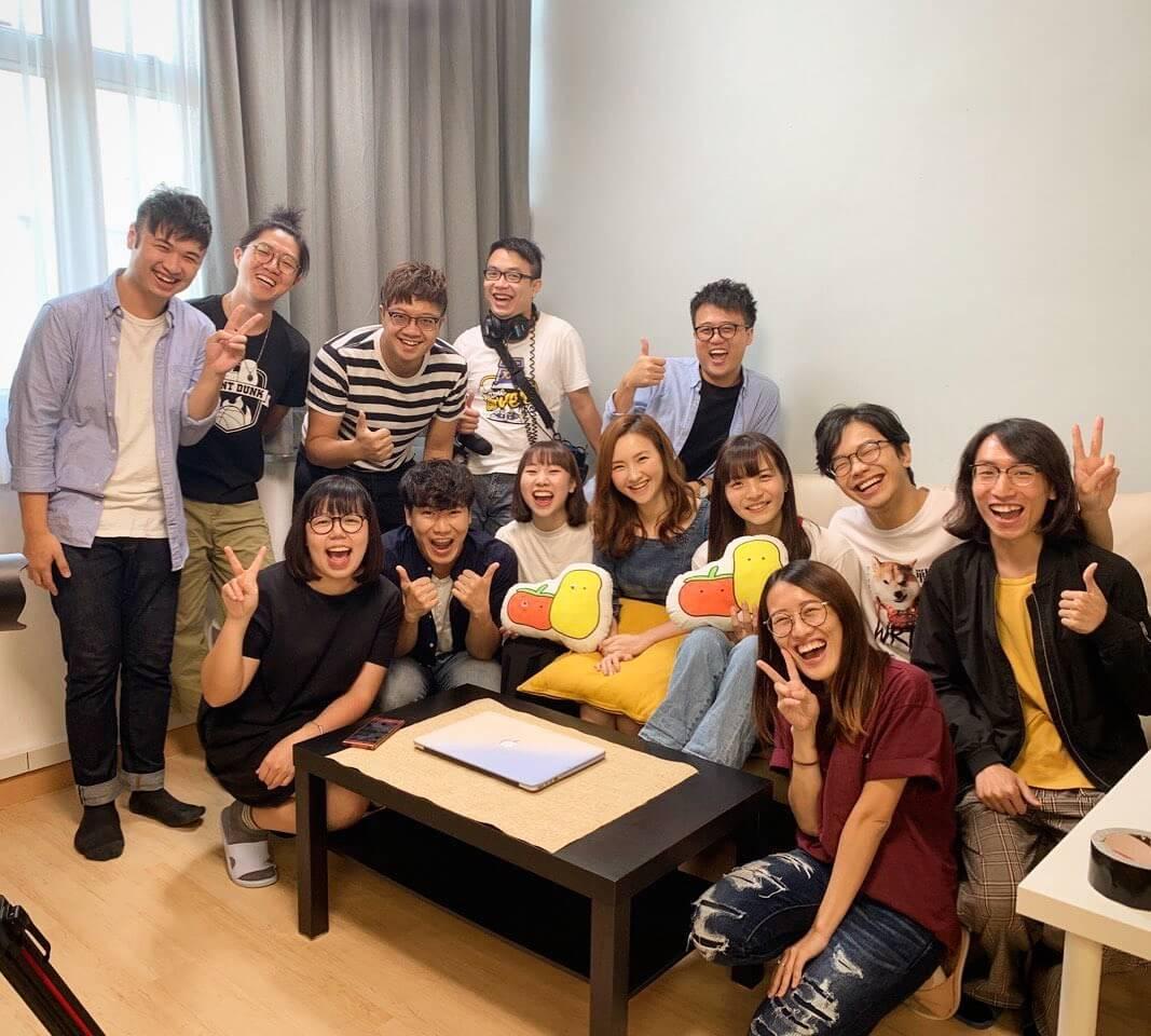 「小薯茄」是本港一個網上短片製作團隊,大部分出身於香港浸會大學電影系,拍攝的短片主要以幽默及引起共鳴為主。