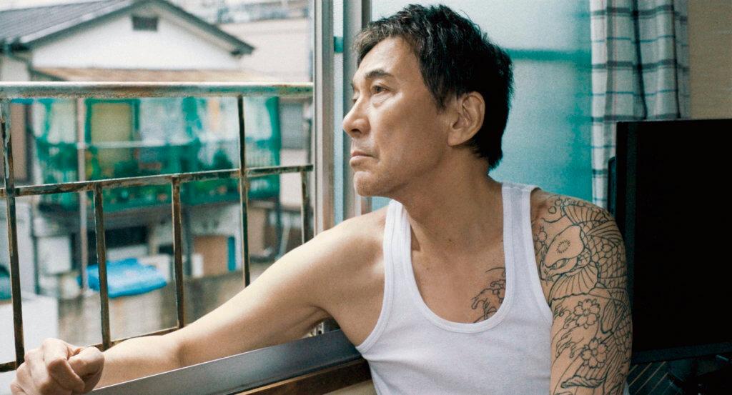 日本影帝役所廣司在《東京蒼穹下》中扮演的釋囚,像滿身稜角的野獸,演出自然奔放。