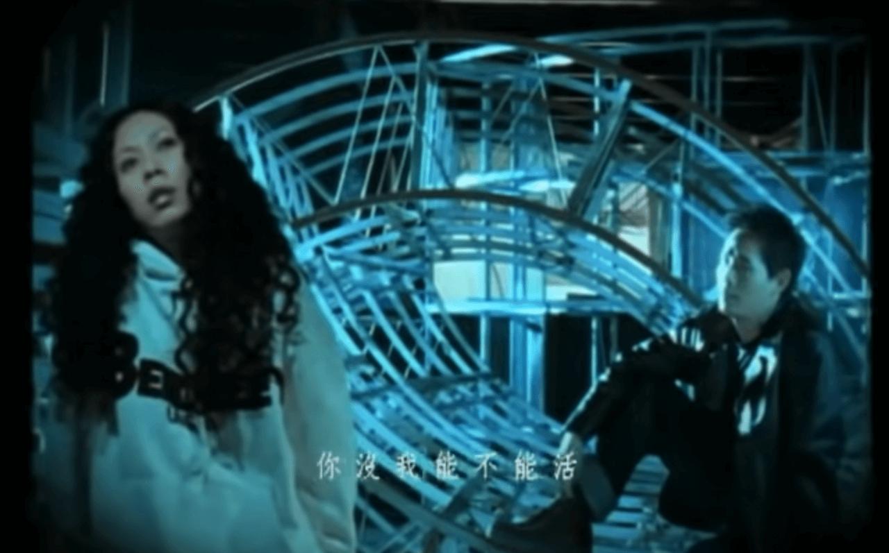《那麼愛你為什麼》是卡拉OK年代必點的合唱歌,MV的女主角原來並不是Karen,竟是唱片公司找人刻意模仿。