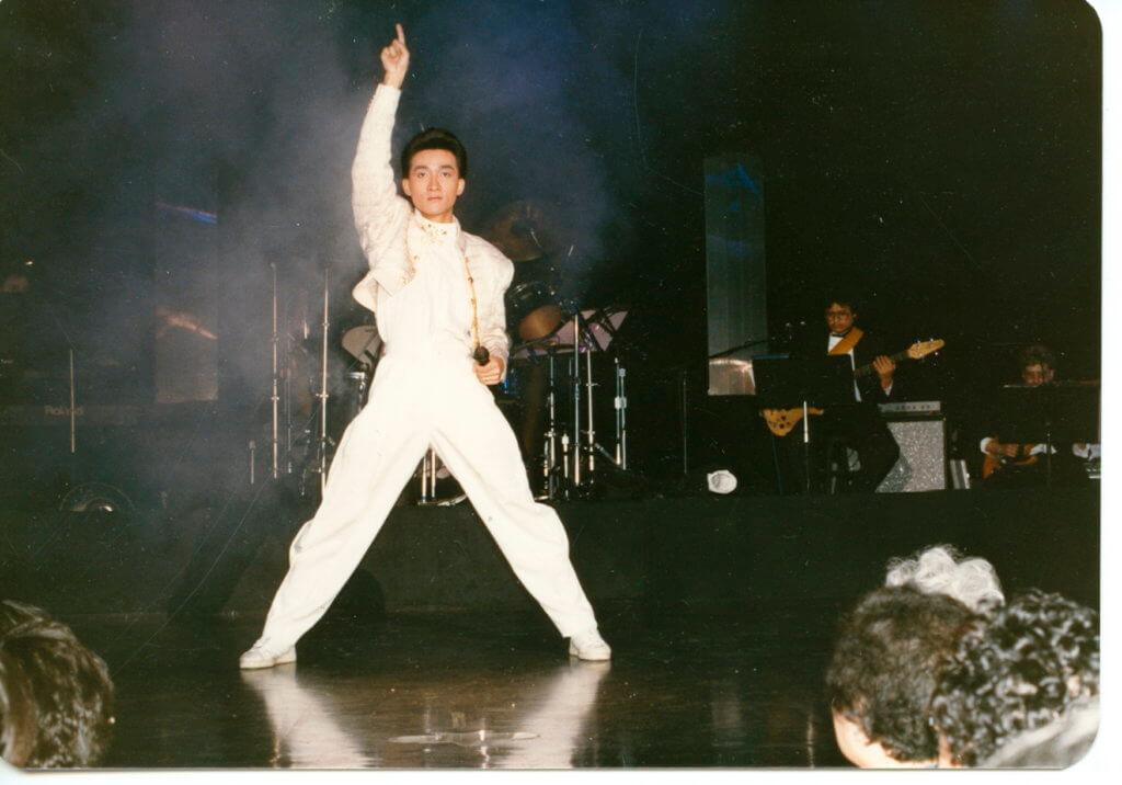 張立基由舞蹈員變身歌手,以舞姿和台上表演獲得好評。