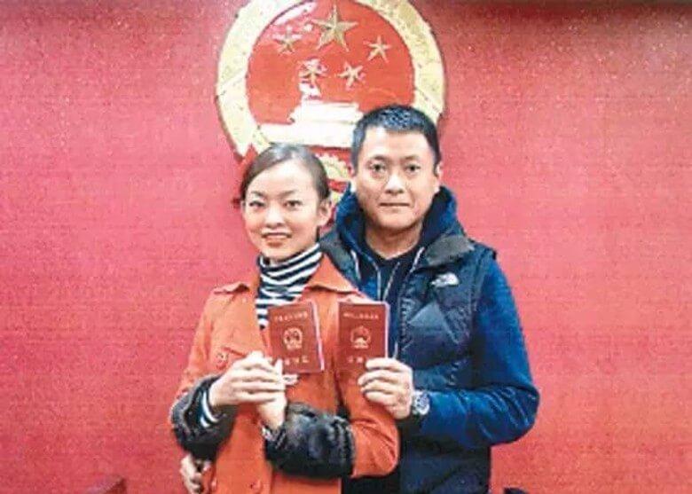 魏駿傑2008年與22歲的張利華在重慶領證結婚