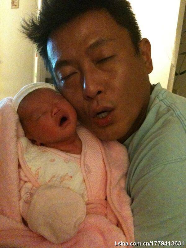 魏駿傑43歲做父親,非常疼愛女兒。