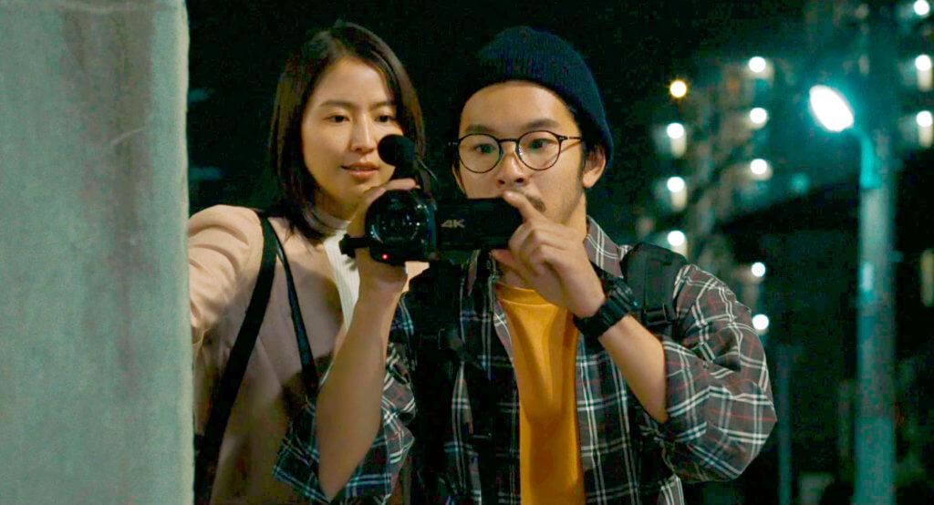 片中長澤正美與仲野太賀,本來想將役所重生的生活拍成電視節目。