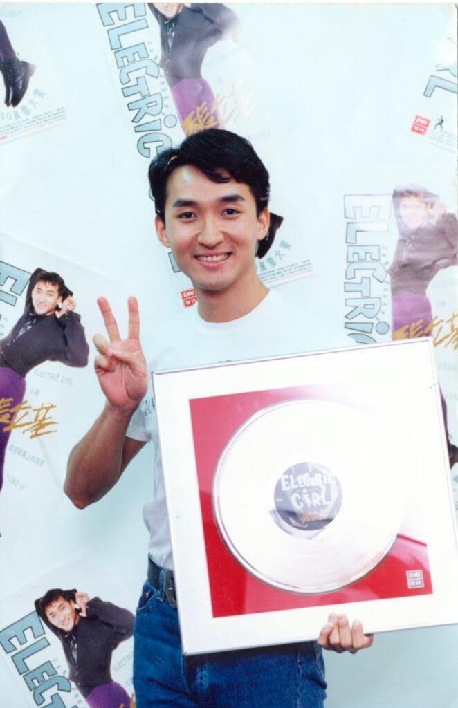 一曲《Electric Girl》在香港走紅,把張立基帶到台灣出碟。