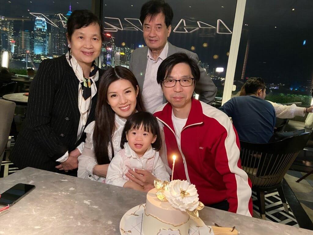美妮與老公結婚五年才成功懷孕,當刻感動到不得了。