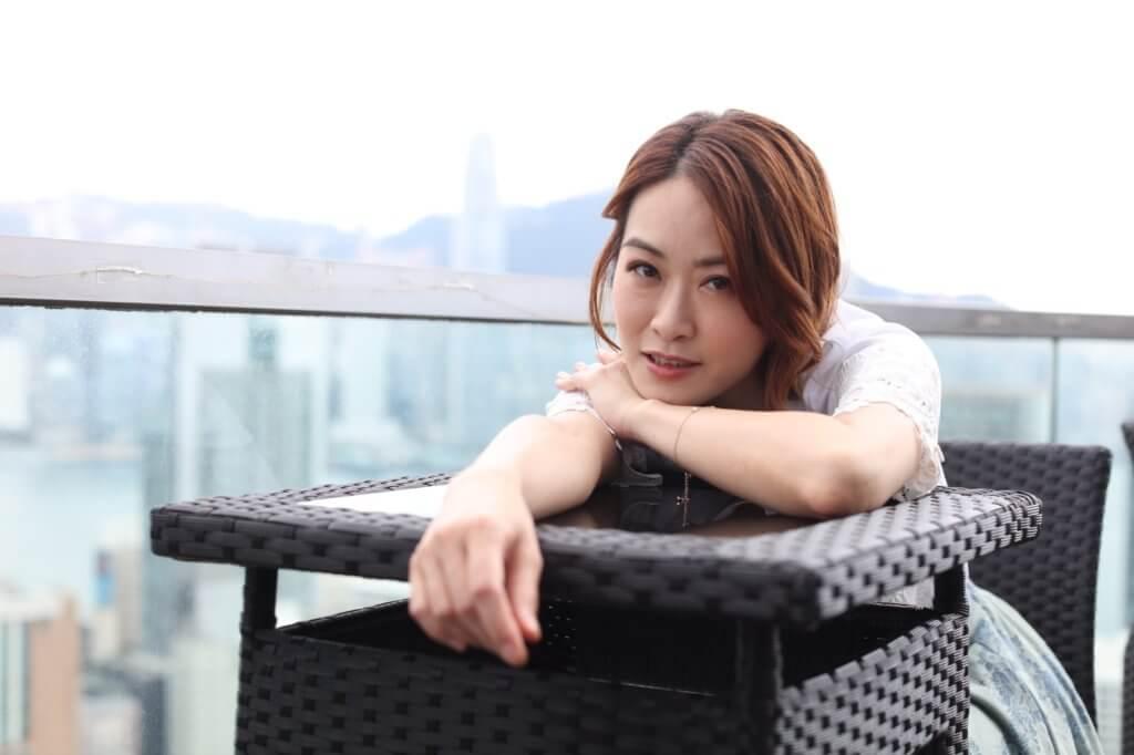梁嘉琪甫離開無綫便遇上疫情,令工作量大減,她沒有半句埋怨,反而積極開拓網購時裝生意。