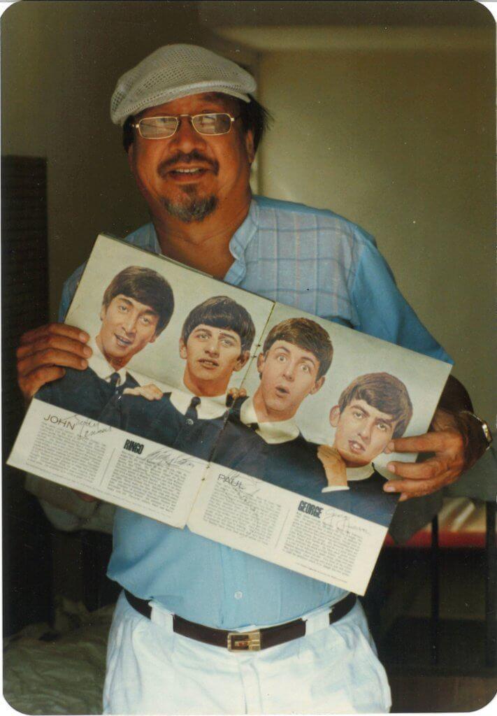 第一本集齊披頭四成員簽名的《Fabulous》雜誌