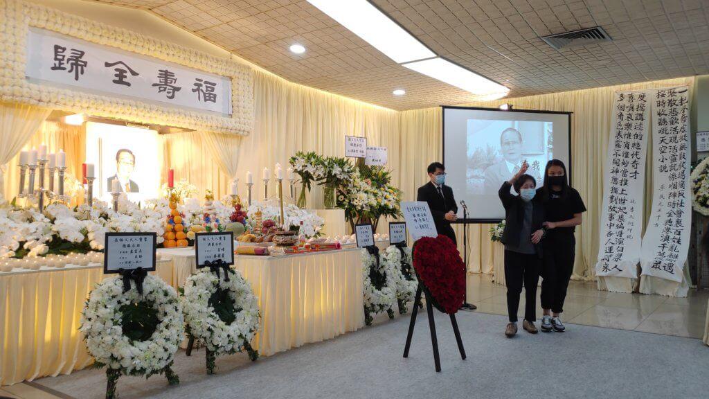 蕭湘感謝李我生前的良朋好友到靈堂送別亡夫