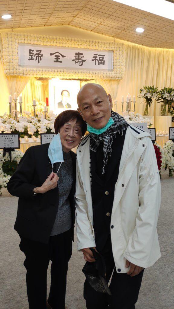 羅家英與李我、蕭湘是忘年之交,特地到靈堂拜別並向湘姐送上慰問和支持。