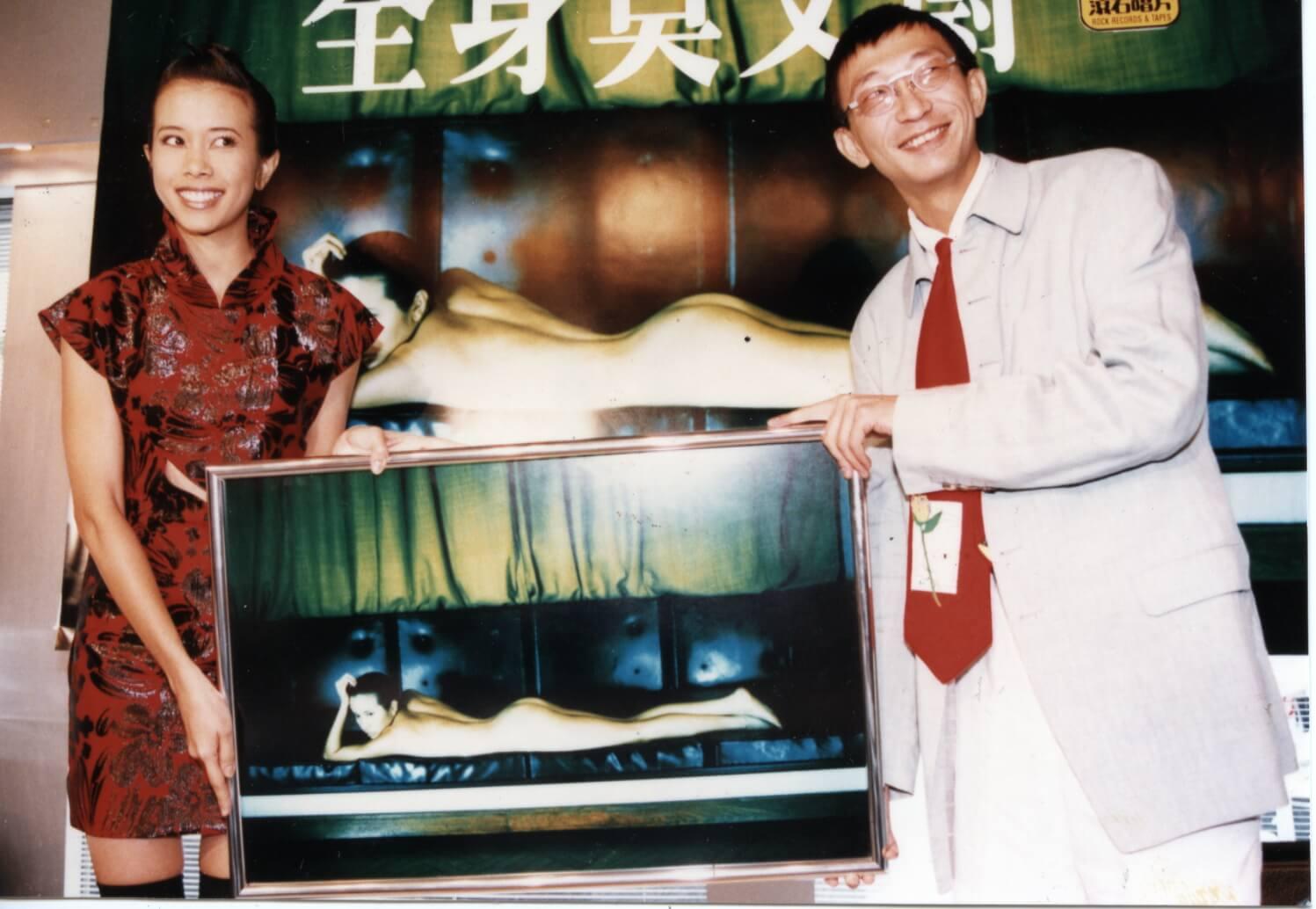 .久未露面的夏永康與Karen合作無間,二人第一次見面是拍攝《全身莫文蔚》唱片封面。
